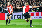 ROTTERDAM - Feyenoord - AZ , Voetbal , Eredivisie, Seizoen 2015/2016 , Stadion de Kuip , 25-10-2015 , Speler van Feyenoord Bart Nieuwkoop (l) scoort de 2-1 onduidelijk is of Speler van Feyenoord Dirk Kuyt (r) er nog aankomt maar ze vieren samen het doelpunt