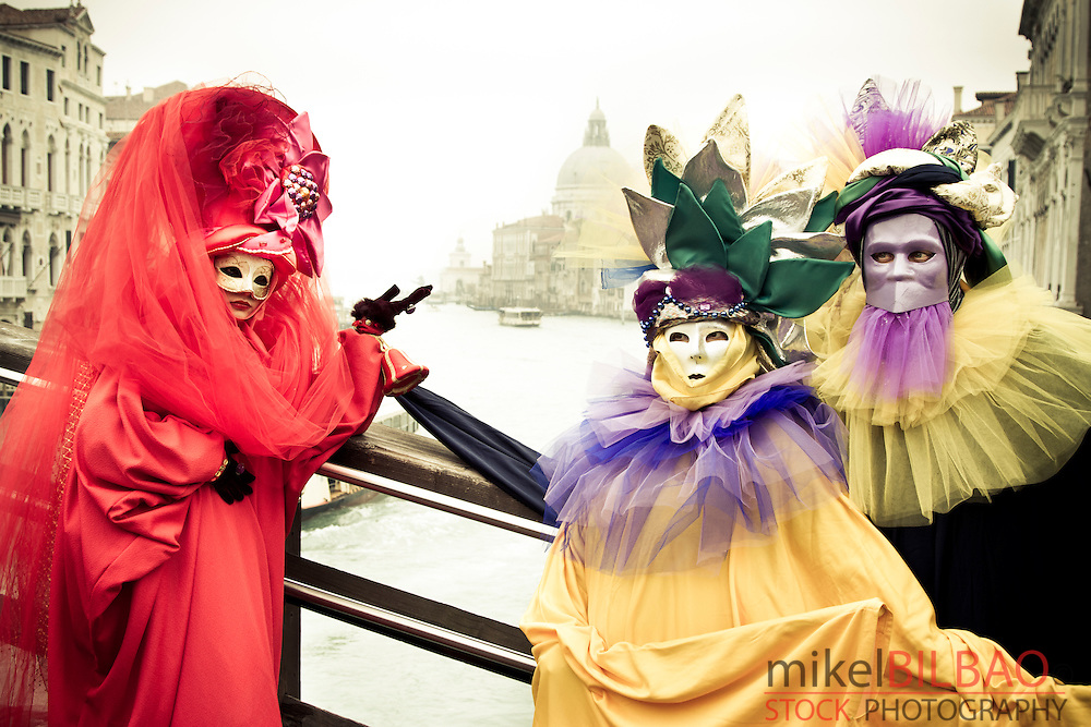 people with fancy dress in Carnival. <br /> Venice, Italy