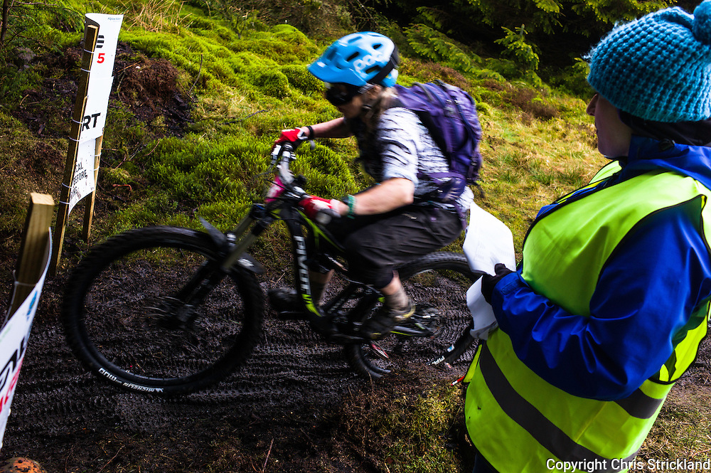 Glentress, Peebles, Scotland, UK. 31st May 2015. A marshall counts down to zero at the start of Stage 5 at The Enduro World Series Round 3 taking place on the iconic 7Stanes trails during Tweedlove Festival. Mountain bikers come up against eight stages across two days, with an intense 2,695 metres of climbing over 93km. As well as the physicality of the liaisons, the stages themselves are technical, catching many off guard.
