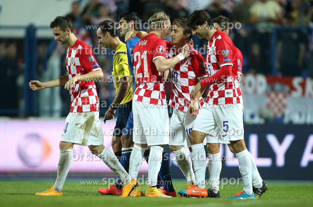 13.10.2014, Stadion Gradski vrt, Osijek, CRO, UEFA Euro Qualifikation, Kroatien vs Aserbaidschan, Gruppe H, im Bild Marcelo Brozovic, Stephan Studer, Domagoj Vida, Luka Modric, Vedran Corluka // during the UEFA EURO 2016 Qualifier group H match between Croatia and Azerbaijan at the Stadion Gradski vrt in Osijek, Croatia on 2014/10/13. EXPA Pictures &copy; 2014, PhotoCredit: EXPA/ Pixsell/ Igor Kralj<br /> <br /> *****ATTENTION - for AUT, SLO, SUI, SWE, ITA, FRA only*****