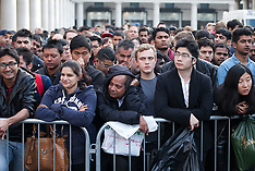SEP 19 2014 Hundreds wait for the iPhone 6 lunch