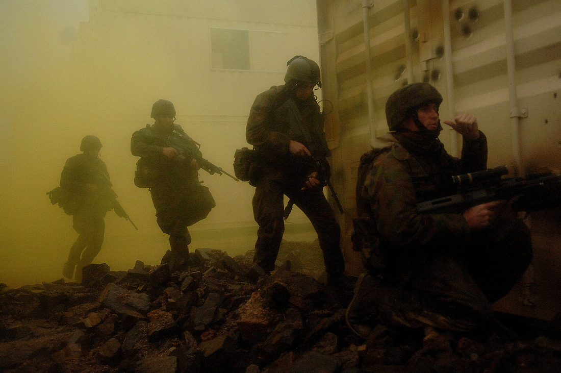 Under the concealment of smoke, Australian soldiers gain ground on the opposing force. — © Tsgt Jeremy Lock/