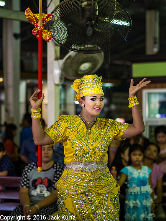 14 JANUARY 2016 - CHACHOENGSAO, CHACHOENGSAO, THAILAND: A Thai traditional dancer performs during a merit making ceremony at Wat Sothon. Wat Sothon, in Chachoengsao, is one of the largest Buddhist temples in Thailand. Thousands of people come to the temple every day to pray for good luck, they make merit by donating cooked eggs and cash to the temple. The temple dates from the Ayutthaya period (circa 18th century CE).         PHOTO BY JACK KURTZ