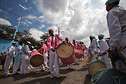 Members of Congo pull the dancing, fast, paving the way ahead, announcing the arrival of the sons of the Rosary. They use the sword and the drum to drive the Congo preparing to pass.