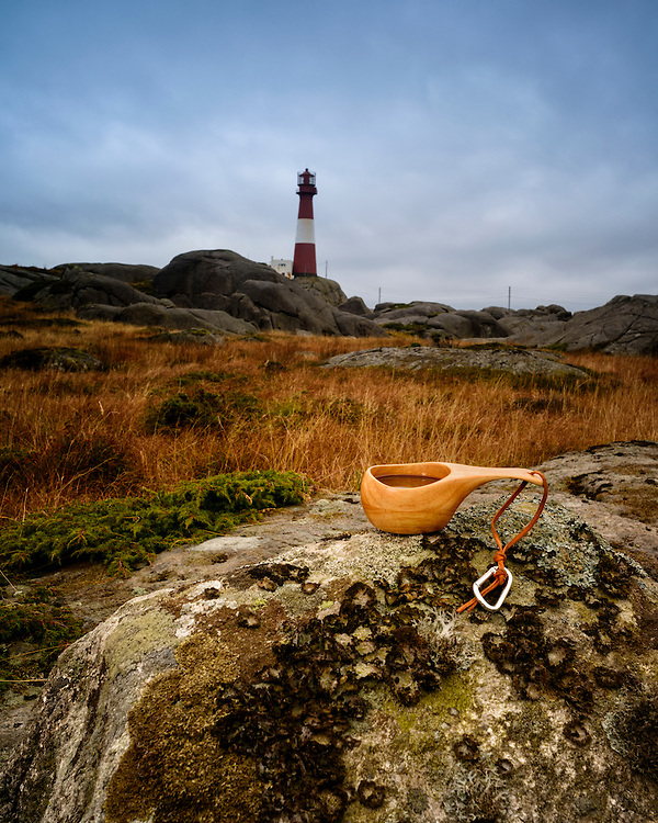 Coffeecup with Eigerøy lighthouse in the background.