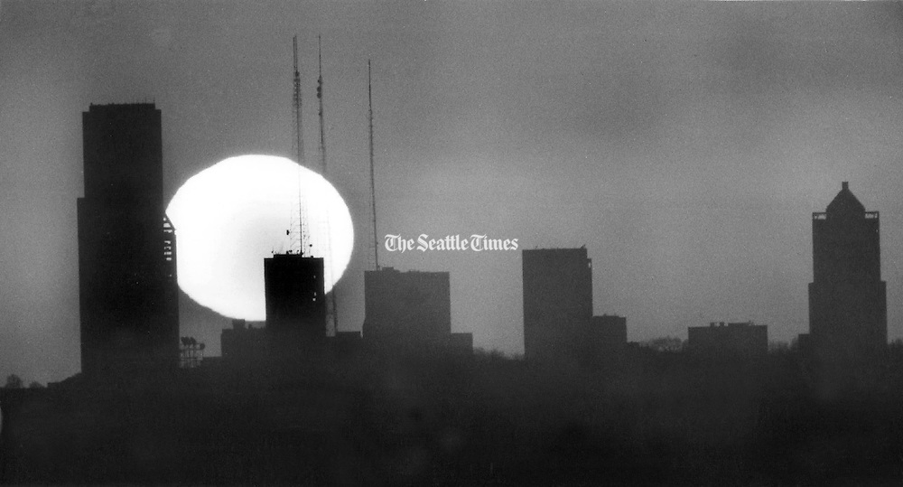 A stalled high pressure system gave the Puget Sound area clear weather making for great sun sets, like this one of the Seattle skyscrapers seen from Kirkland. Along with the clear skies came cold temperatures after the sun went down. (Jim Bates / The Seattle Times, 1990)