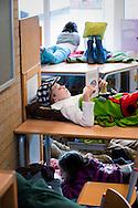 """lezende kinderen op de freinetschool """"de Bothoven """" te enschede"""