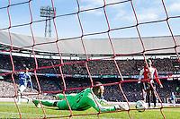 ROTTERDAM  - Feyenoord - PSV , eredivisie , voetbal , Feyenoord stadion de Kuip , seizoen 2014/2015 , 22-03-2015 , eindstand 2-1 , Feyenoord keeper Kenneth Vermeer houd een bal goed tegen