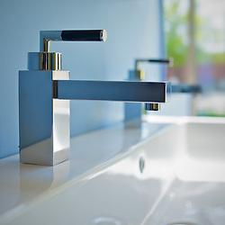 Faucet & sink. Photographe: Marc Lapointe, Sainte-Thérèse, Blainville, Québec. Studio de photo marclapointephoto.
