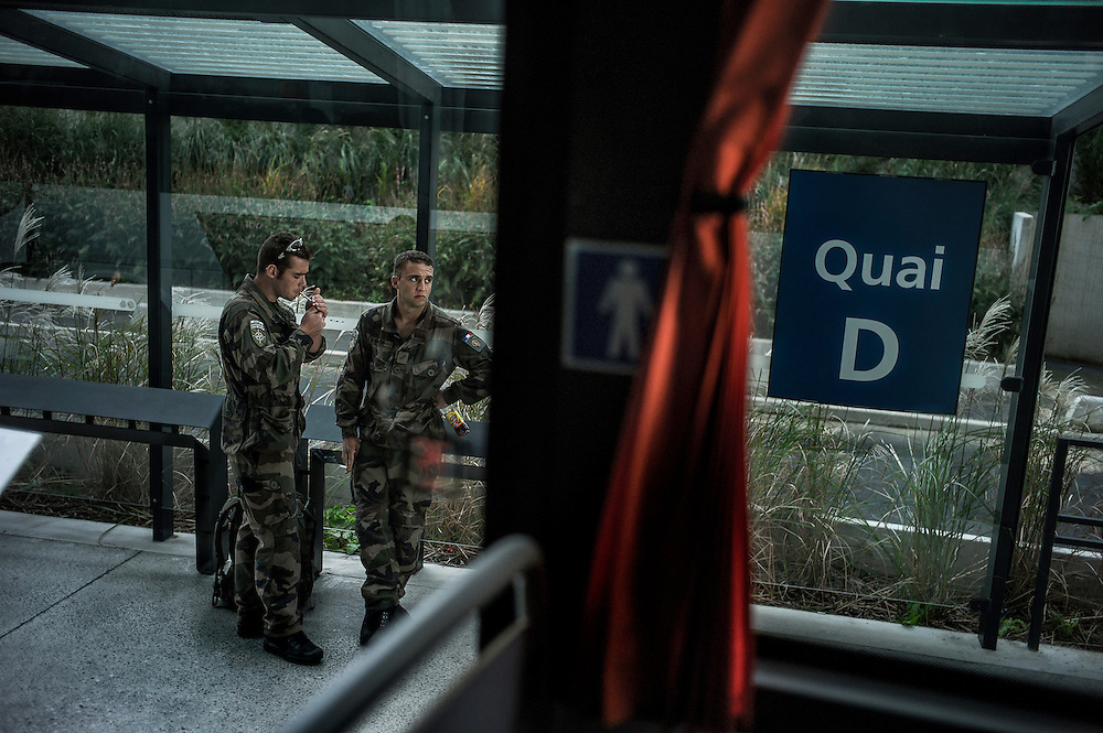 16th BC French unit soldiers arrive in Roissy Charles de Gaulle Airport and wait to take their bus to go back to Bitch (Moselle) in their base, on October 3, 2012 in Paris, after spending 3 days in Pafos, Cyprus, to decompress and debrief the 5 months spent in Afghanistan. AFP PHOTO / JEFF PACHOUD
