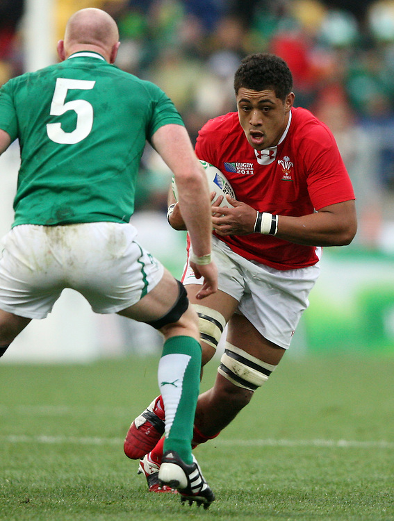 Wales Toby Faletau, right, is challenged by Ireland's Paul O'Connell in the Rugby World Cup quarter final match at Wellington Regional Stadium, Wellington, New Zealand, Saturday, October 08, 2011. Credit:SNPA / Dianne Manson.