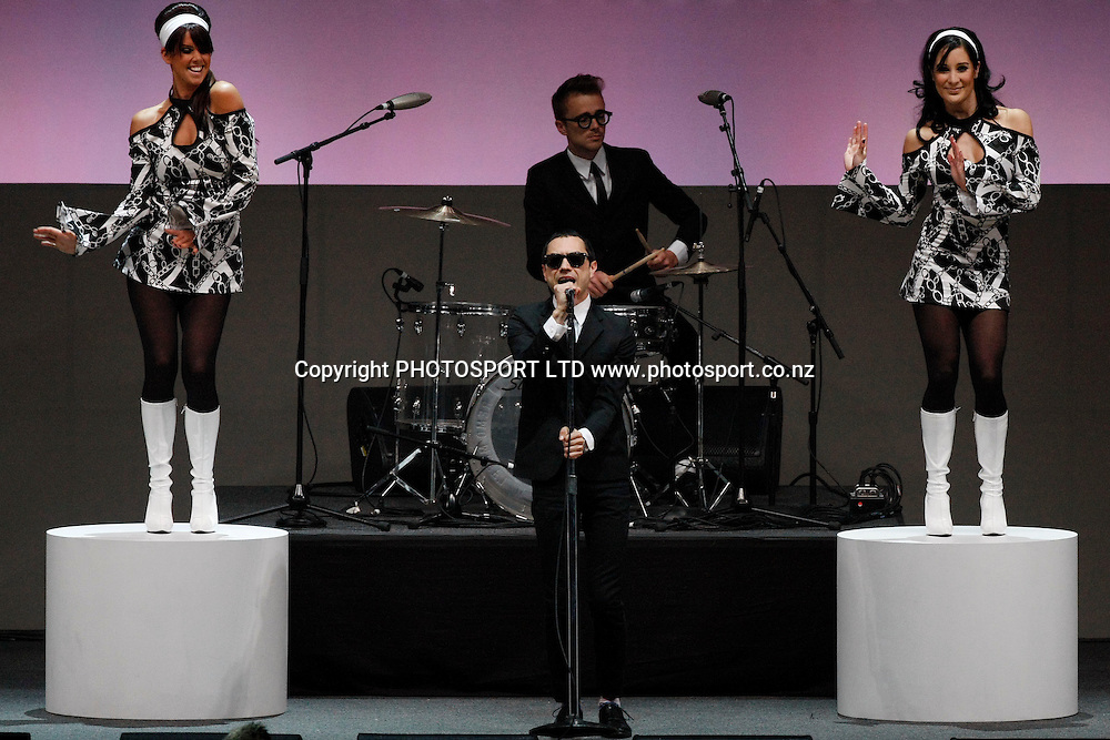 The Mint Chicks perform &quot; She's a Mod &quot; as a tribute to Ray Columbus and The Invaders.<br />