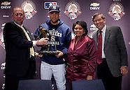 Derek Jeter wins Roberto Clemente Award
