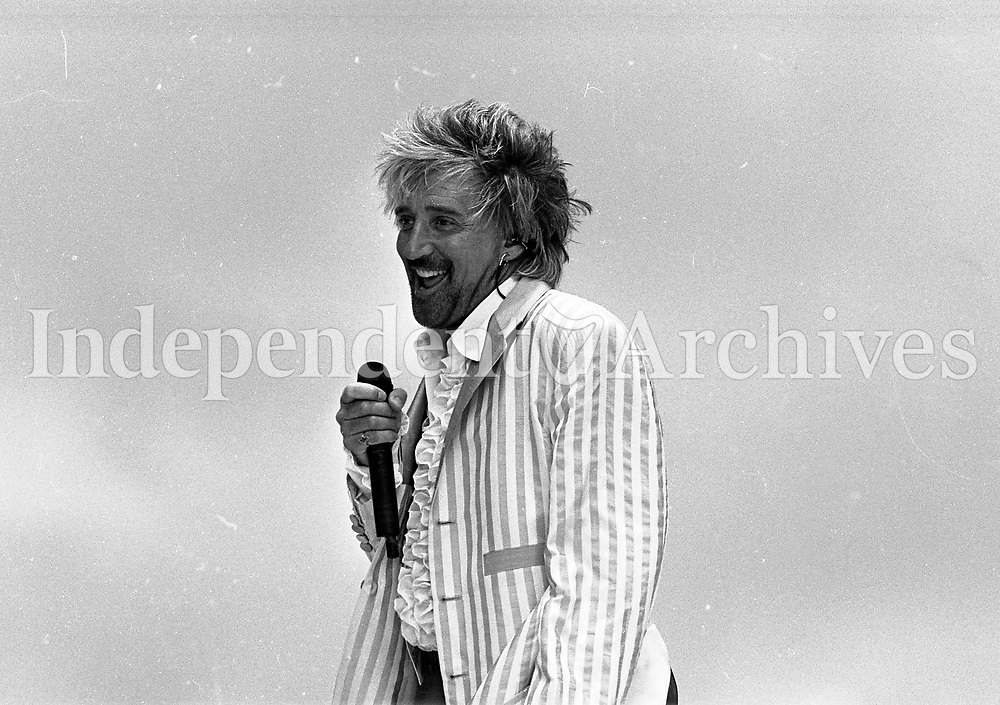 Rod Stewart on stage during his concert in the RDS Arena, Dublin, 21/07/1995 (Part of the Indeoendent Newspapers Ireland/NLI Collection).