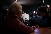 Republican U.S. presidential candidate Ted Cruz does a live television interview with Sean Hannity before a campaign stop at Prime Time Restaurant in Guthrie Center, Iowa on January 4, 2016. REUTERS/Mark Kauzlarich