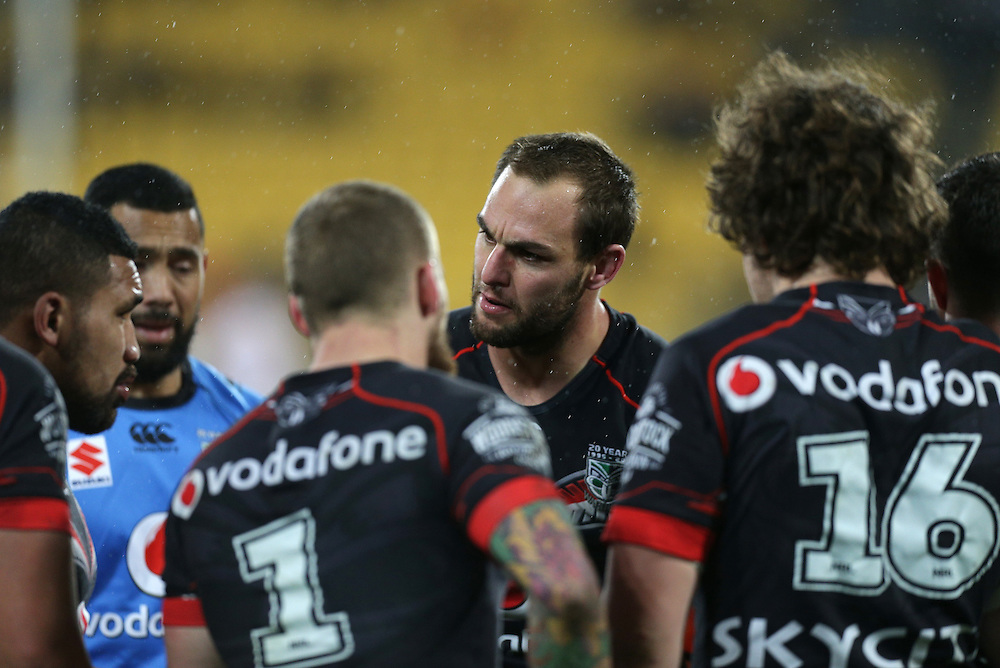 Captain Simon Mannering of the New Zealand Warriors talks to his team whilst being beaten by the Dragons during their round 22 NRL match at Westpac  Stadium, Wellington on  Saturday, August 08, 2015. Credit: SNPA / David Rowland