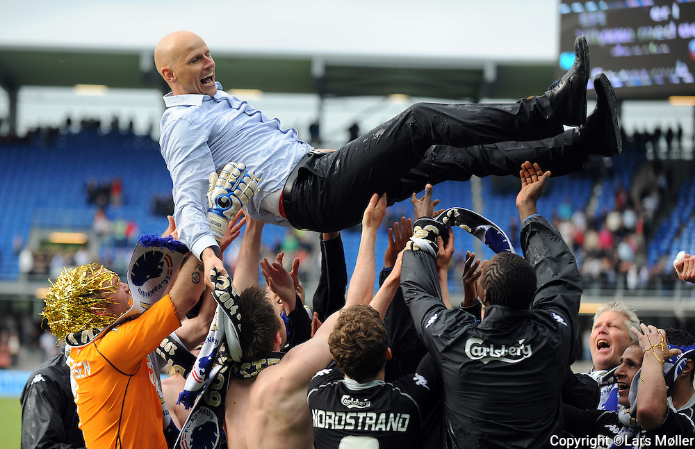 DK Caption:<br /> 20090524, Esbjerg, Danmark:<br /> SAS Liga fodbold Esbjerg - FC K&oslash;benhavn:<br /> FCK vinder DM Tr&aelig;ner St&aring;le Solbakken, FCK. fejrer mesterskabet<br /> Foto: Lars M&oslash;ller<br /> UK Caption:<br /> 20090524, Esbjerg, Denmark:<br /> SAS Liga football Esbjerg - FC Copenhagen:<br /> FCK vinder DM Tr&aelig;ner St&aring;le Solbakken, FCK. fejrer mesterskabet<br /> Photo: Lars Moeller