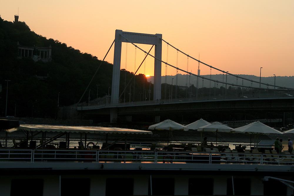 Elisabeth Bridge (Erzsébet Híd), named after Empress Elisabeth of Austria-Hungary, who was assassinated in 1898, Budapest, Hungary
