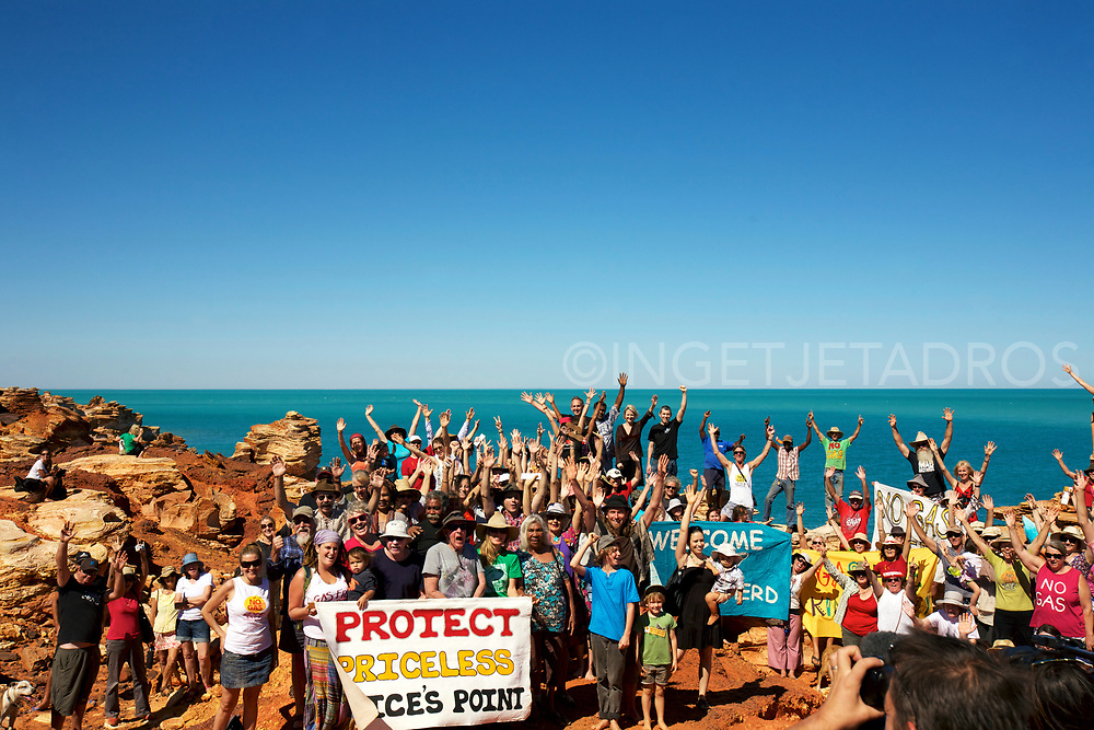 Broome 's anti-gas campaigners together with ex Green Leader Bob Brown , Melissa Parrke and Sea Sheperds Director Jeff Hansen at Gantheaume Point, Broome, WA