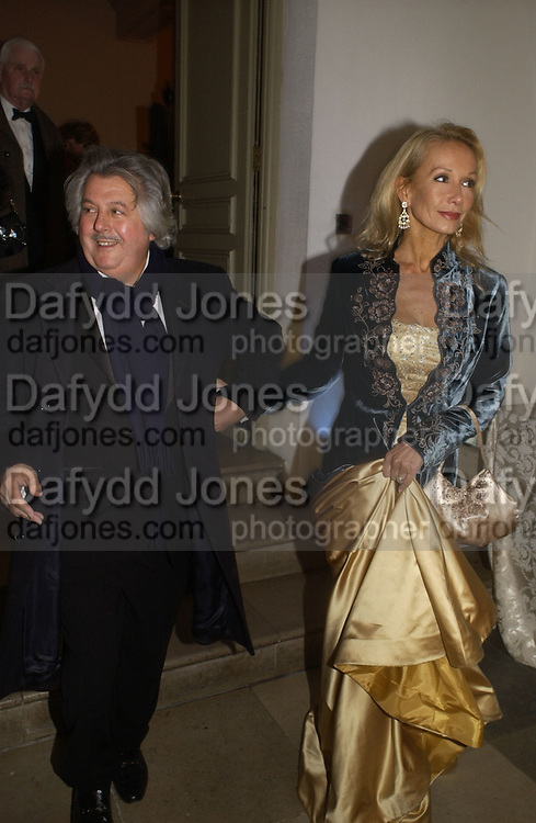 Mr. and Mrs. Andrew and Mouto Perloff. The Leader's Dinner ( Michael Howard's ) Banqueting House. Whitehall. London.  November 2005. ONE TIME USE ONLY - DO NOT ARCHIVE  © Copyright Photograph by Dafydd Jones 66 Stockwell Park Rd. London SW9 0DA Tel 020 7733 0108 www.dafjones.com