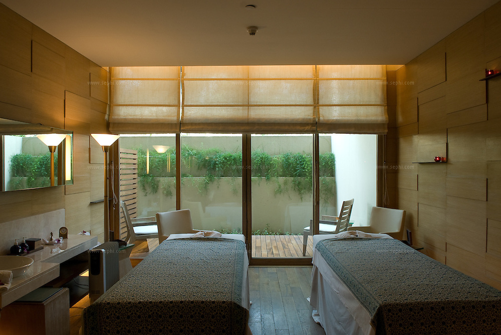 The double room is one of eight therapy rooms at the Oberoi New Delhi spa. The Spa is built over 9000 square feet area and is full of space, warmth and bright ambient light.
