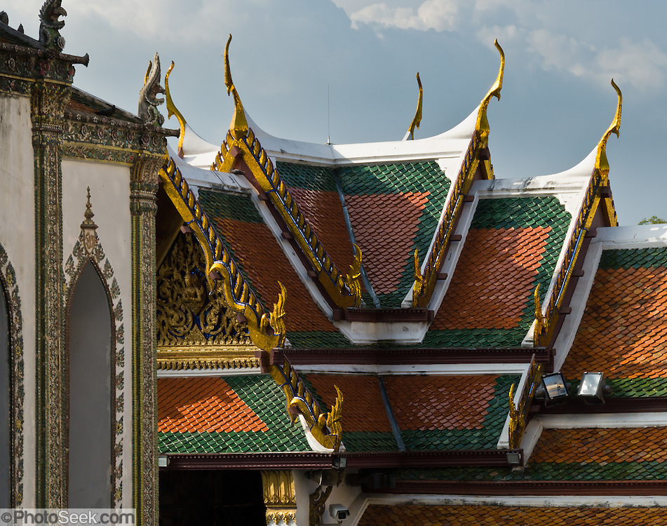 The Grand Palace (Phra Borom Maha Ratcha Wang) was built on the east bank of the Chao Phraya River starting in 1782, during the reign of Rama I. It served as the official residence of the king of Thailand from the 1700s to mid 1900s.