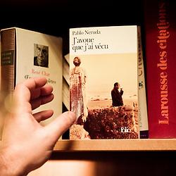 """Amateur de poesie, Emmanuel Hoog apprecie tout particulierement Pablo Neruda. """"Comment gouverne... Emmanuel Hoog"""", president de l'Institut National de l'Audiovisuel (INA). Bry-Sur-Marne, France. 7 janvier 2010. Photo : Antoine Doyen pour Challenges. Tous droits reserves."""