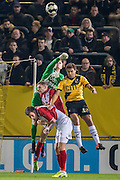 BREDA - NAC - FC Emmen , Voetbal , Jupiler League , Seizoen 2016/2017 , Rat Verlegh Stadion , 16-12-2016 , FC Emmen keeper Wieger Sietsma pompt de bal weg in duel met NAC speler Cyriel Dessers (r)