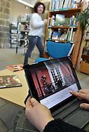 15/03/16 - OLLIERGUES - PUY DE DOME - FRANCE - Illustration, utilisation des supports numeriques dans les mediatheques - Photo Jerome CHABANNE