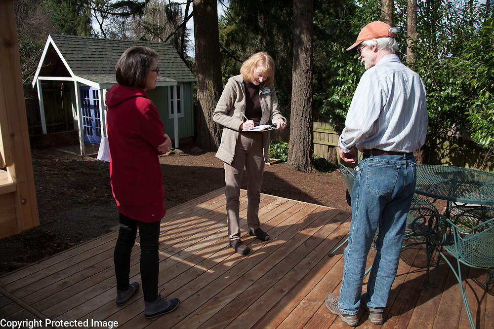 Cindy Ellison visits with Russ Peterson and Trish O'Connor at their Lake Oswego home.