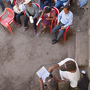 People who attend to the State Encounter of Community Justice in San Luis Acatl·n,  reads a state Order to regulate the Community Police on February 17th, 2013.  / Asistentes al Encuentro Estatal de Justicia Comunitaria leen el decreto estatal que regularÌa a la PolicÌa Comunitaria, el 17 de febrero de 2013. (Photo:Prometeo Lucero)