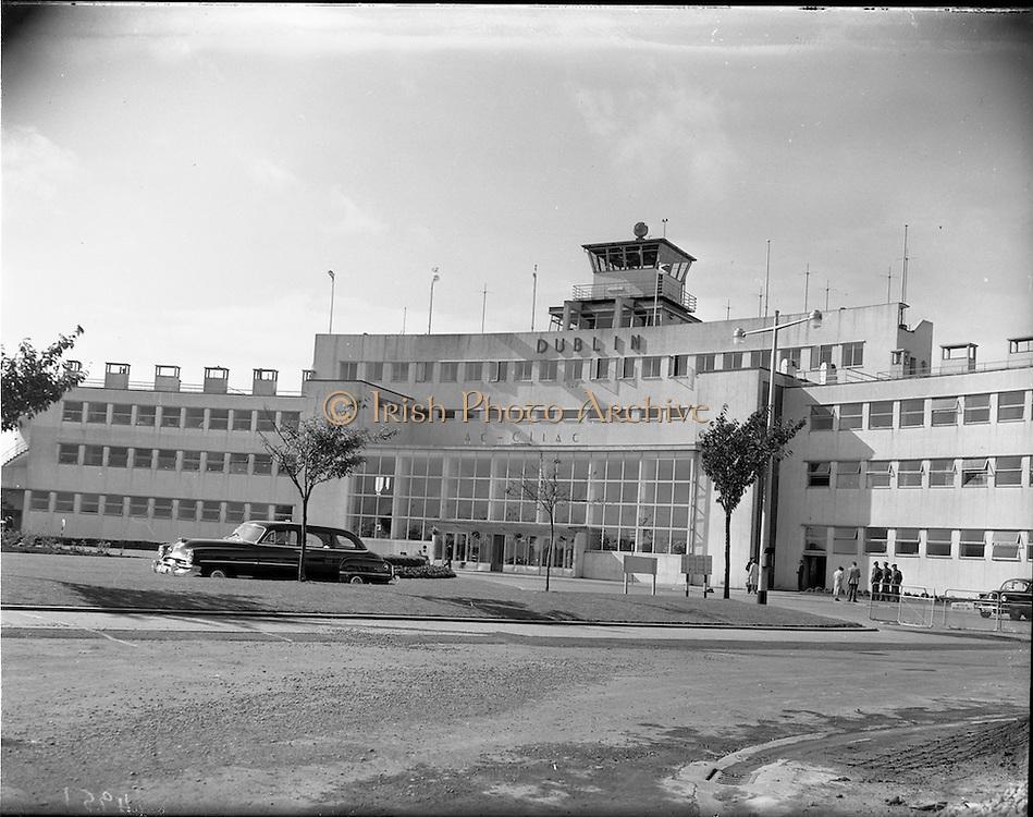 "23/09/1959.09/23/1959.23 September 1959.New ""Dublin"" sign at Dublin Airport."