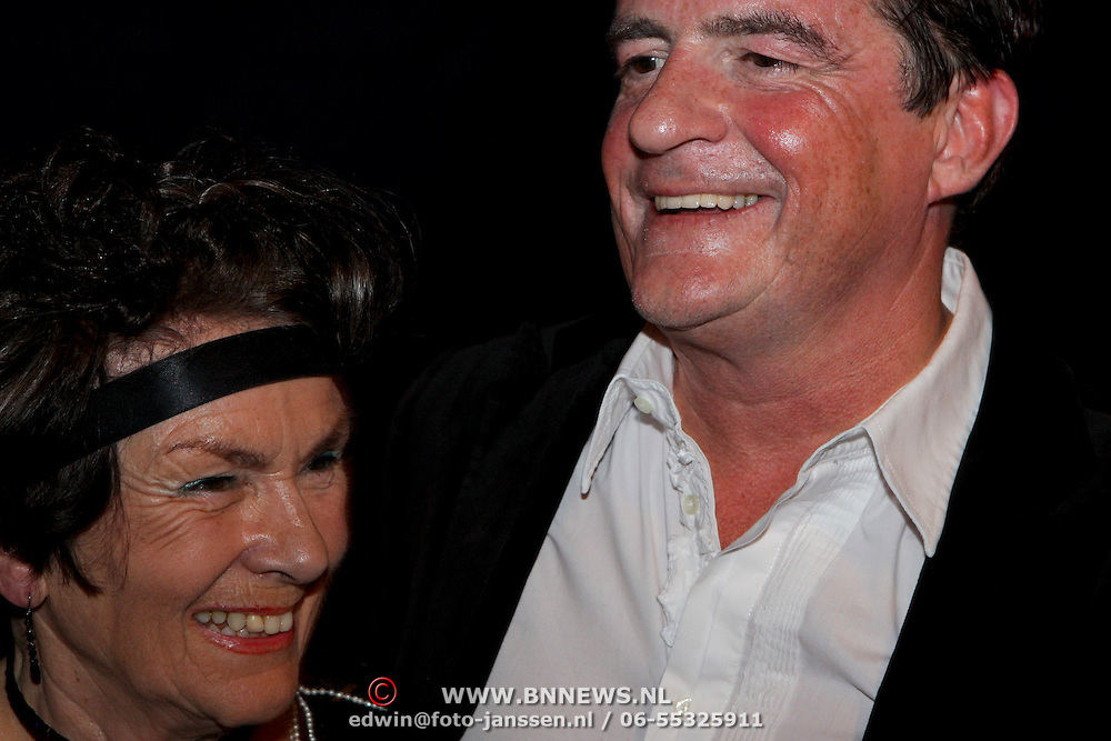 NLD/Eindhoven/20081012 - Premiere Cabaret, Johnny Kraaykamp en zijn moeder