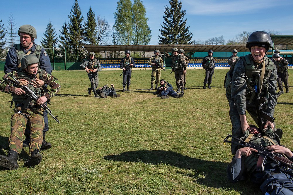 YAVORIV, UKRAINE - APRIL 30, 2015: Ukrainian soldiers participate in military training directed by the U.S. Army's 173rd Airborne Brigade as part of Operation Fearless Guardian at the Yavoriv training center near Yavoriv, Ukraine. Around 300 American soldiers are training an equivalent number of Ukrainians during each of three eight-week programs to improve their ability to combat Russian-backed rebels in the country's east. CREDIT: Brendan Hoffman for The New York Times