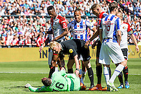 ROTTERDAM - Feyenoord - SC Heerenveen , Stadiond de Kuip , Voetbal , Eredivisie Play-offs Europees voetbal, seizoen 2014/2105 , 24-05-2015 , Feyenoord keeper Kenneth Vermeer (l) wordt onderuit gehaald waarna Scheidsrechter Kevin Blom even polshoogte komt nemen