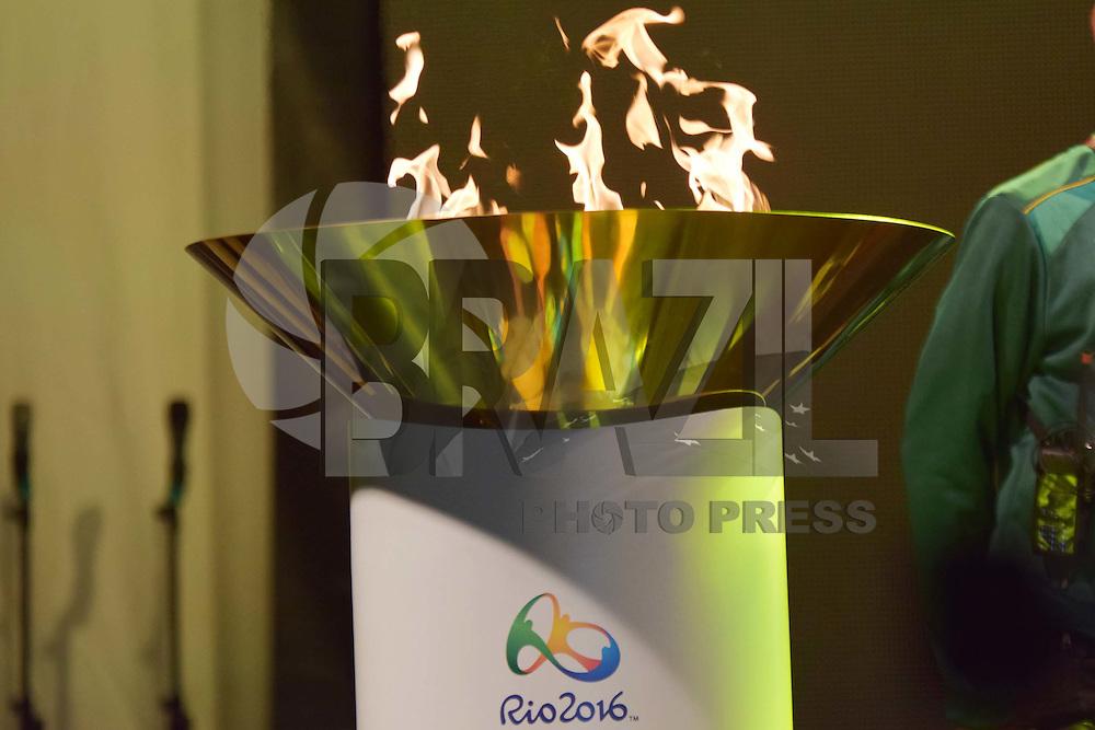 CAMPINAS,SP - 20.07.2016 - RIO-2016 - Michael Jackson, ex-jogadora da seleção brasileira de futebol feminino, é a escolhida para ser a última condutora da tocha olímpica e ascender a pira olímpica, durante a passagem da tocha olímpica, na Praça Arautos da Paz, localizada em Campinas, cidade do interior do estado de São Paulo, na tarde desta quarta-feira, 20. (Foto: Eduardo Carmim/Brazil Photo Press/Folhapress)