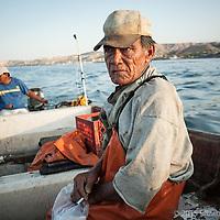 Don Manolo lleva 12 años dedicándose a la pesca del calamar en Santa Rosalía, después de una vida como boxeador y pescador en barcos camaroneros.