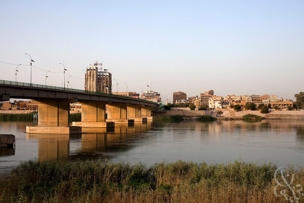 The Al-Sinak bridge across the Tigris river at dusk in downtown Baghdad August 26, 2010.  Credit: Scott Nelson for the Wall Street Journal.Slug: War