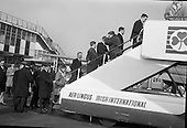 1965 - Ireland Rugby Team Departs For Wales.   C476.