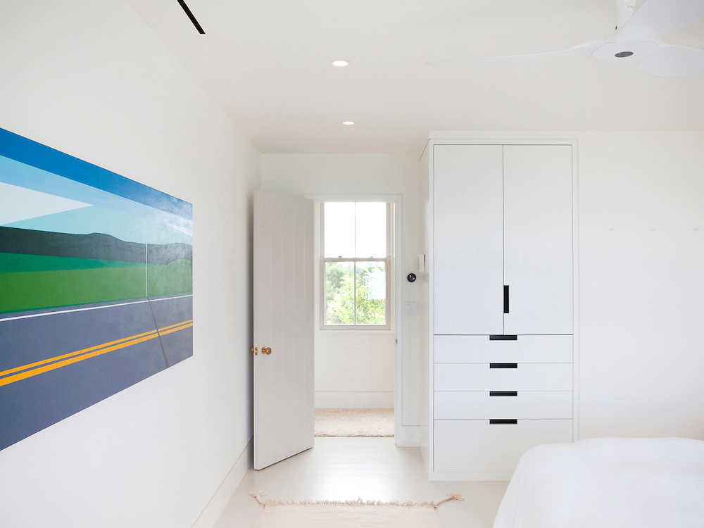 Martha's Vineyard house. Guest bedroom. Architect: Claudia Noury-Ello. Designer: Christine Lane Interiors