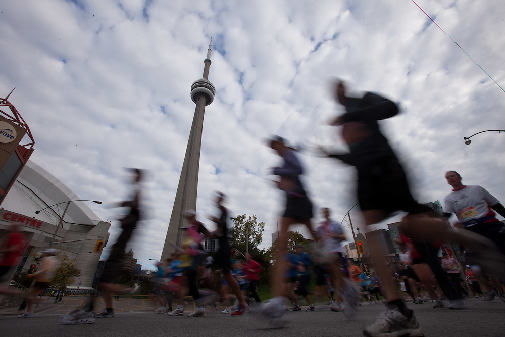 Toronto, Ontario ---11-10-16--- Runners pass the CN Tower during the Scotiabank Toronto Waterfront Marathon, October 16, 2011.<br /> GEOFF ROBINS Mundo Sport Images