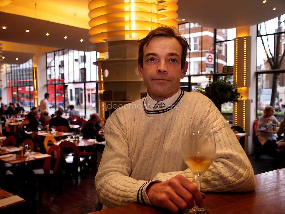 Tom Cash, au restaurant Kensington Place dont il est le Bar Manager et Sommelier. Londres, UK, Janvier 2006.
