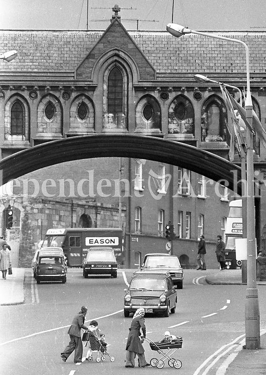 Scenes from The Liberties in Christchurch in Dublin, May 14 1975. <br /> (Part of the Independent Ireland Newspapers/NLI Collection)