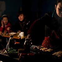Diners and 'chuan chuan' vendor, Chengdu