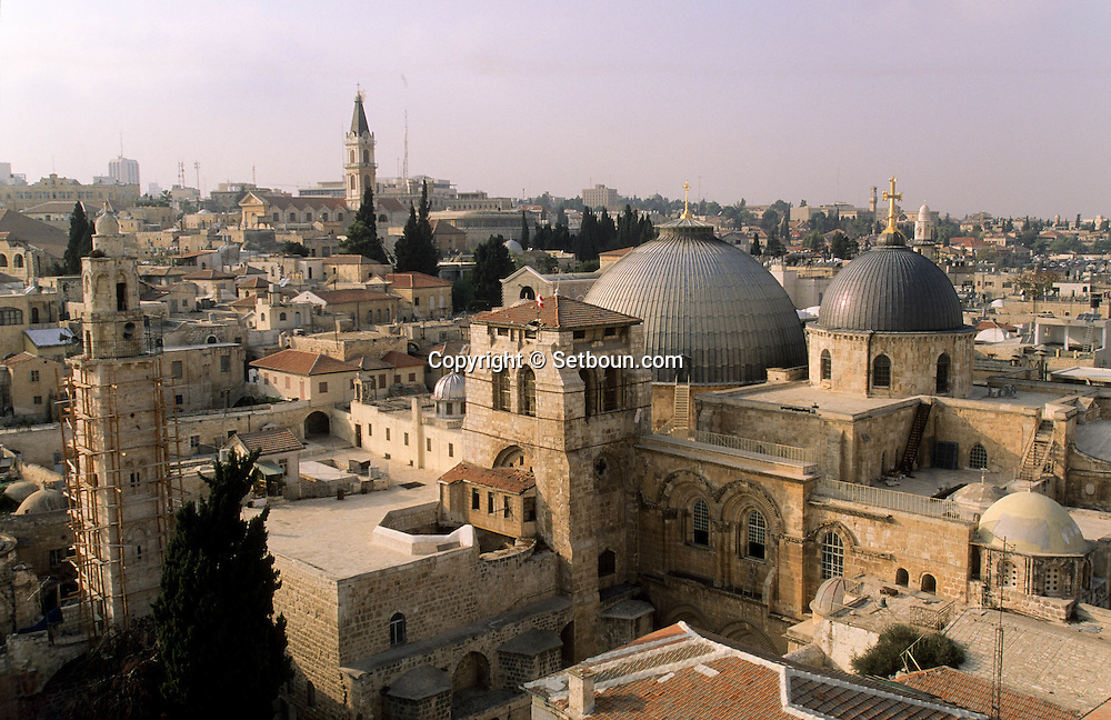 holy sepulchre;  in the old city    Israel     ///  St sepulcre,  dans la vielle ville  Jerusalem  Israel   ///     L4155  /  R00290  /  P116329