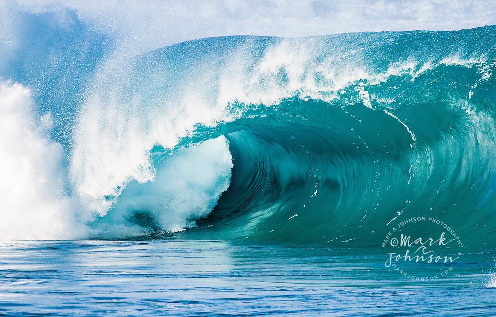 Waimea Bay Shorebreak, N. Shore, Oahu, Hawaii, USA