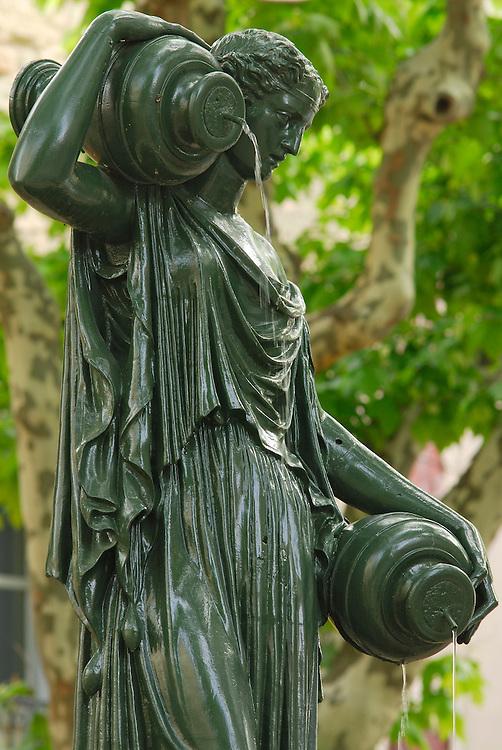 France, Languedoc Roussillon, Gard, Uzège, Uzès, place Albert 1er, fontaine