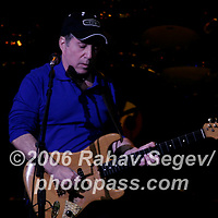 Paul Simon performing at Radio City Music Hall on October 21, 2006.<br />