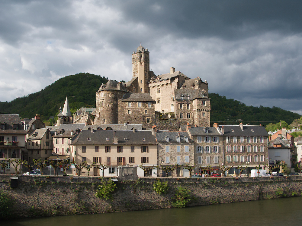 Evening in Estaing as the light illuminates the town centre.