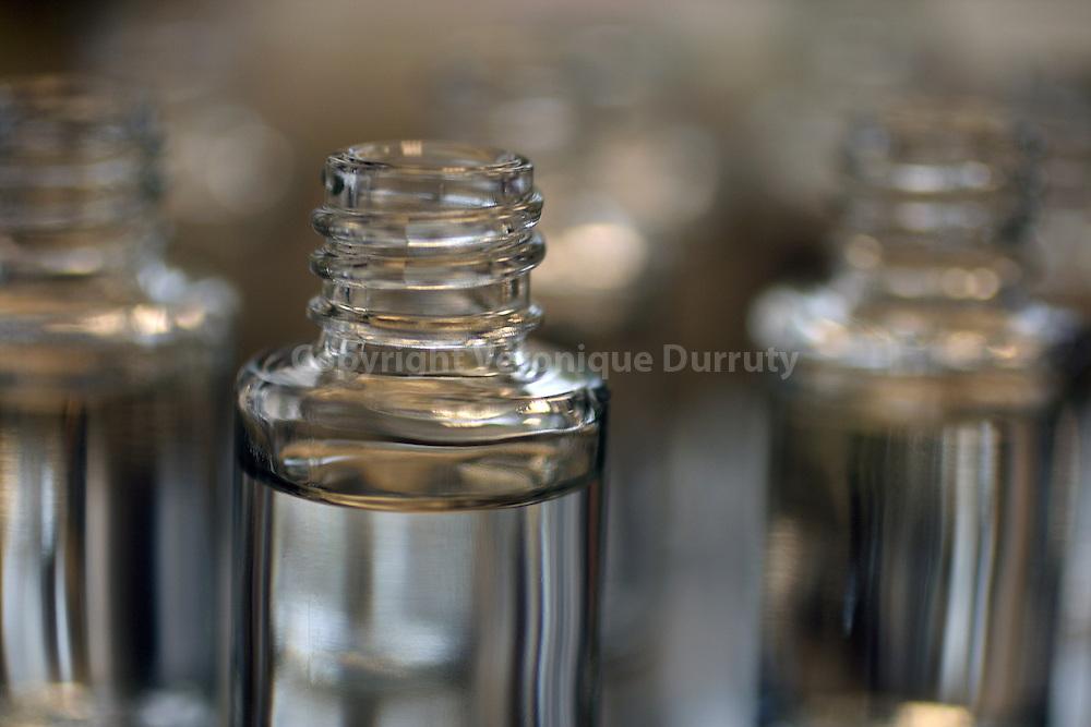 Close-up of bottles in the laboratory where alcohol is added at the formula.  Gros plans de flacons d'essais de formules dans le laboratoire de mise en alcool.
